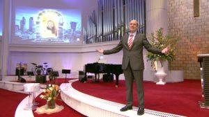 Daniel Müller predigt über Gottes Gegenwart