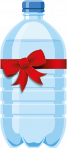 PET-Wasserflasche mit blauem Deckel und roter Schleife drumherum Spendenprojekt Wasserfilter Indien Missionswerk Karlsruhe