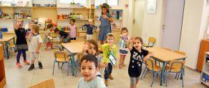 51. Kindergartenprojekt in Jerusalem fröhliche Kinder lächeln in die Kamera