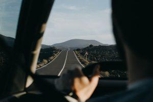 Missionswerk Karlsruhe Ermutigung der Woche Bleib nicht auf halbem Weg stehen Auf der Straße fahrendes Auto