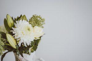 Weiß grüner Blumenstrauß Missionswerk Karlsruhe Ermutigung der Woche Vertraue Jesus