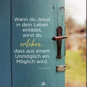 Türkise geöffnete Holztür Missionswerk Karlsruhe Ermutigung der Woche Die Nazareth-Mentalität