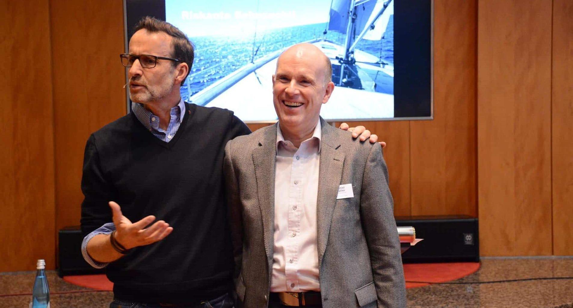 Männer-Coach Dirk Schröder mit Daniel Müller, Leiter vom Missionswerk Karlsruhe