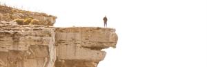 Mensch auf Felsvorsprung Gott – das Maß aller Dinge! Ermutigung der Woche Missionswerk Karlsruhe