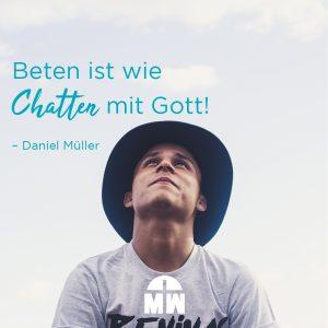 Mann mit Hut guckt zum Himmel Chat mit Gott Ermutigung der Woche Missionswerk Karlsruhe