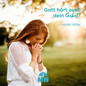 Betende Frau draußen Gott hört auch dein Gebet ermutigung der Woche Missionswerk Karlsruhe