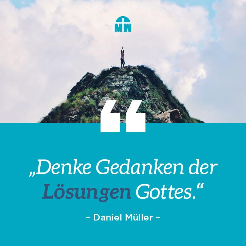 Mensch steht auf Hügel Denke Gedanken der Lösungen Gottes Wichtiger als alles andere Ermutigung der Woche Missionswerk Karlsruhe