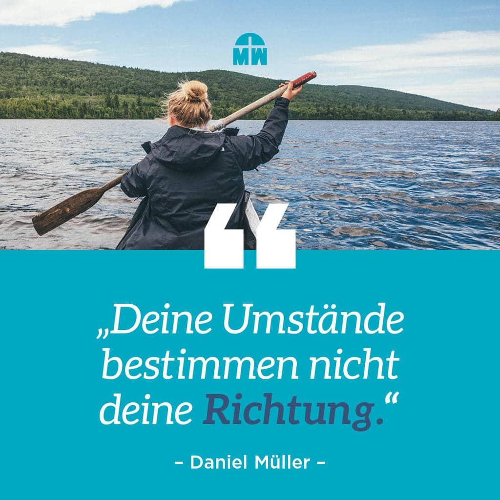 Frau paddelt auf dem Wasser Kennst du dein Ziel? Ermutigung der Woche Missonswerk Karlsruhe